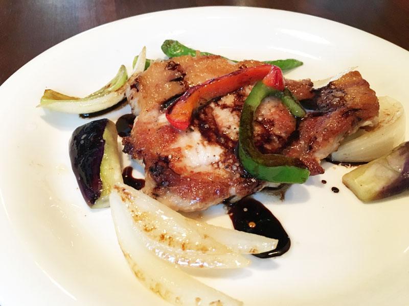豚ロースのソテー オーガニック野菜のバルサミコソース