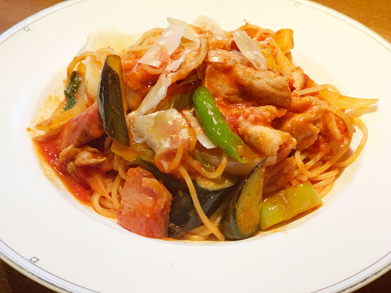 ブーブーファームさんの燻製ベーコンとオーガニック野菜のアマトリチャーナ
