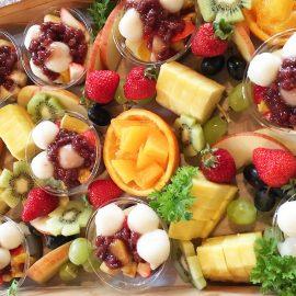 白玉あんみつとフルーツの盛り合わせ