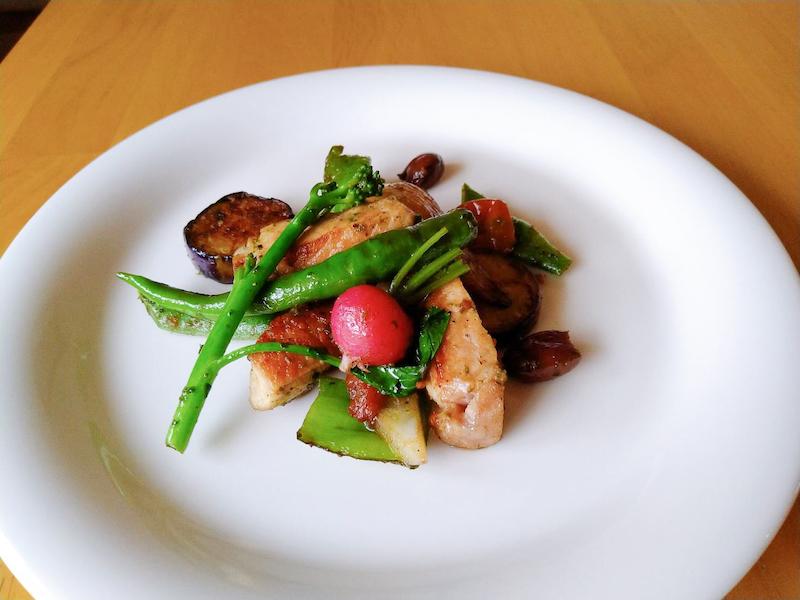 ブーブーファームの豚肩ロースと氷見ベジ野菜のソテー